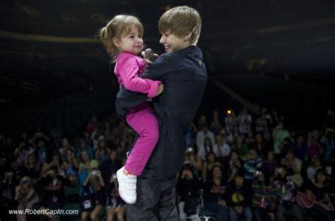justin bieber and his sister on stage - Beliebers Photo